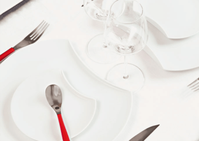 quartz-red-table-setting-degrenne